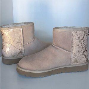 ❤️New Ugg Mini Metallic Snake Suede Boots sz 9